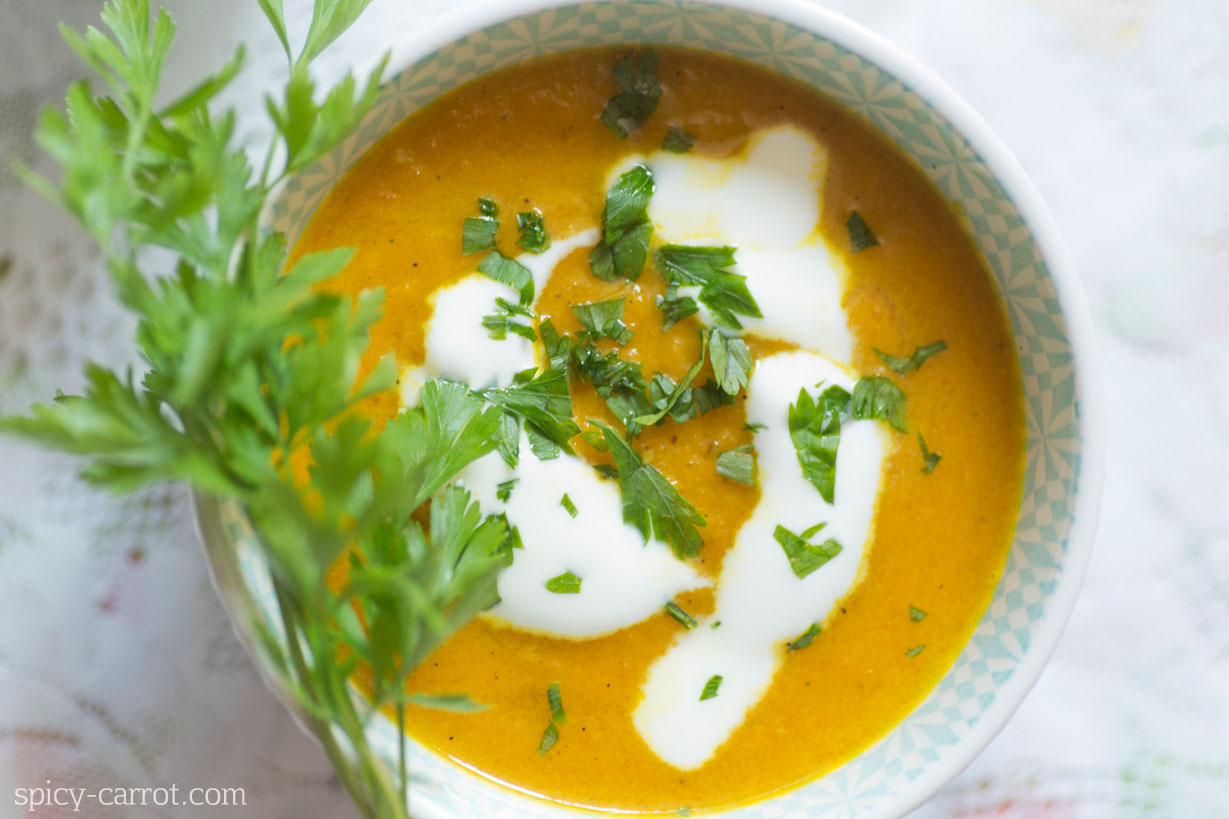 Krem z pieczonej marchewki z nutą curry